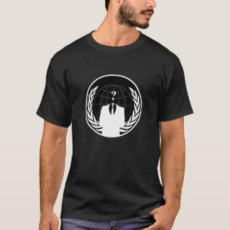 Camiseta masculina oscura internacional anónima