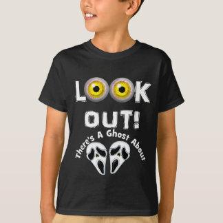 Camiseta Mire hacia fuera allí es un fantasma sobre ojos