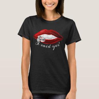 Camiseta Moda dije sí los labios rojos calientes del anillo