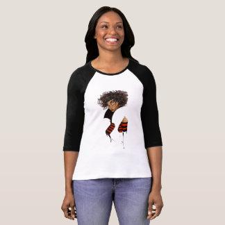 Camiseta Modelo afro encantador y hermoso