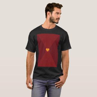 Camiseta moderna del corazón de la cubierta del