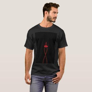 Camiseta moderna roja del vuelo de la raya retra