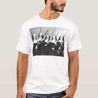 Camiseta Monjas con los armas