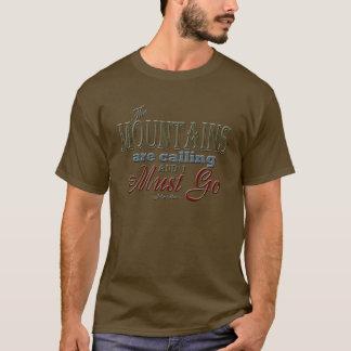 Camiseta Montañas que llaman la cita de la tipografía -