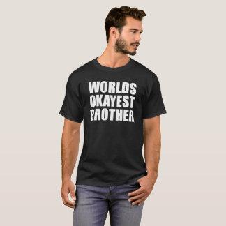 Camiseta Mundos Okayest Brother para los colores OSCUROS de