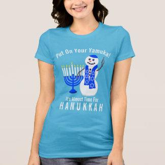 Camiseta Muñeco de nieve de Jánuca lindo puesto su Yamuka