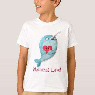 Camiseta Narwhal lindo con el corazón