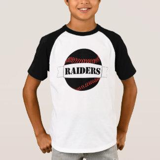 Camiseta negra de los muchachos del béisbol