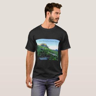 Camiseta negra de los prados de la montaña del