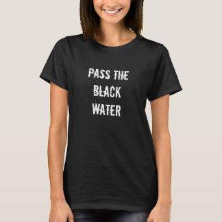 Camiseta negra del agua
