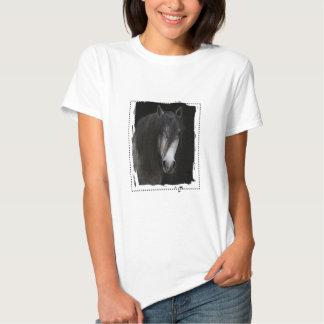 Camiseta negra del caballo