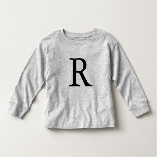 Camiseta negra inicial con monograma de la letra R