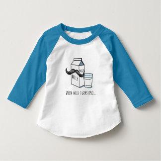 Camiseta Niños divertidos T blanco de la leche y del bigote