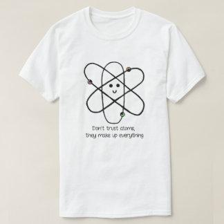 Camiseta No confíe en los átomos, ellos componen todo
