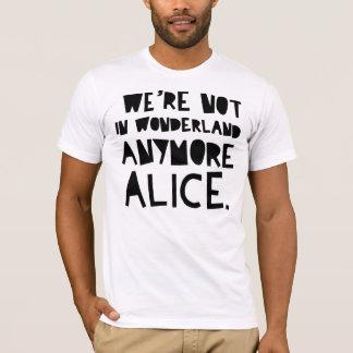 Camiseta No estamos EN EL PAÍS DE LAS MARAVILLAS MÁS ALICIA
