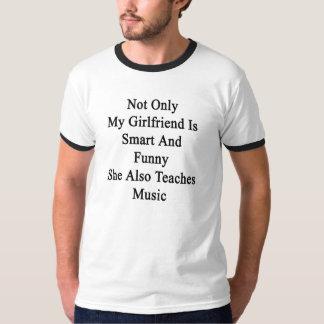 Camiseta No sólo mi novia es elegante y divertida ella