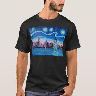 Camiseta Noche estrellada sobre Manhattan con la estatua de