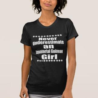 Camiseta Nunca subestime a un chica guineano ecuatorial