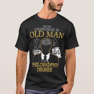 Camiseta Nunca subestime a un viejo hombre con la filosofía