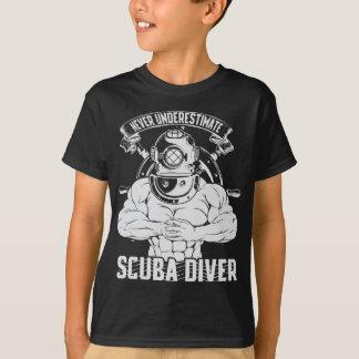 Camiseta Nunca subestime al buceador