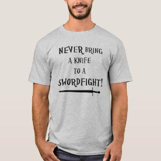 Camiseta ¡Nunca traiga un cuchillo a un swordfight!