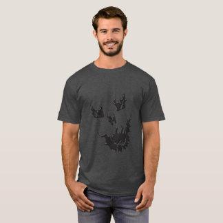 Camiseta oscura básica del cráneo de la llama de