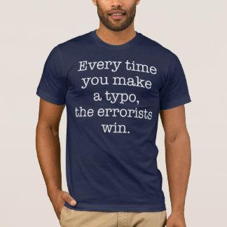 Camiseta oscura del error tipográfico divertido de