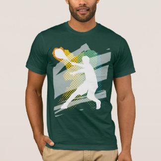 Camiseta oscura del tenis de los hombres