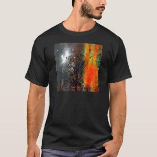 Camiseta Pájaros de vuelo y paisaje estrellado del cielo