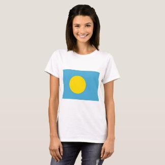 Camiseta Palau señala por medio de una bandera