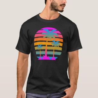 Camiseta Palmeras retras de la puesta del sol del tigre de