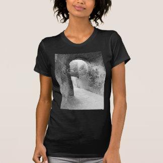 Camiseta Pasillos oscuros de una vieja estructura del