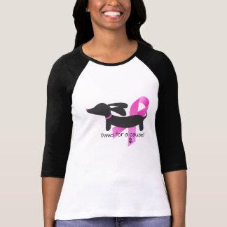 Camiseta Patas para un Dachshund del cáncer de pecho de la