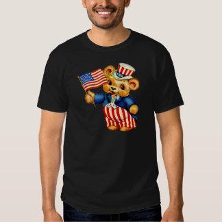 Camiseta patriótica de la oscuridad del oso del