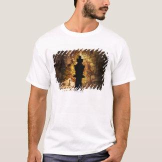 Camiseta Pedazo de ajedrez del rey en mapa de Viejo Mundo