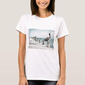 Camiseta Pelícano en el embarcadero