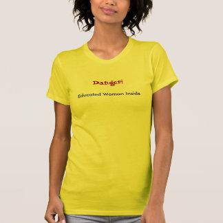 Camiseta ¡Peligro! Mujer educada dentro
