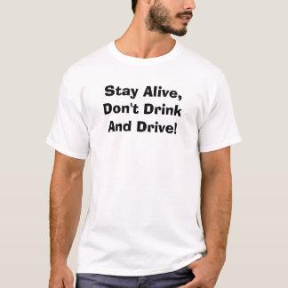 Camiseta ¡Permanezca vivo, no beba y no conduzca!