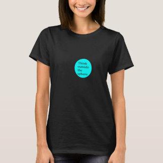 Camiseta Piense fuera de la esfera (las mujeres)