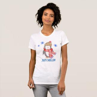 "Camiseta Pingüino ""APENAS CHILLIN "" del copo de nieve"