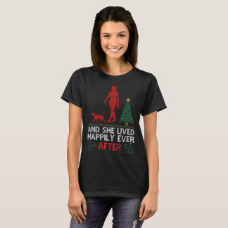 Camiseta Pinscher alemán ella vivió feliz nunca navidad