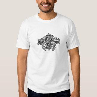 Camiseta polinesia del diseño