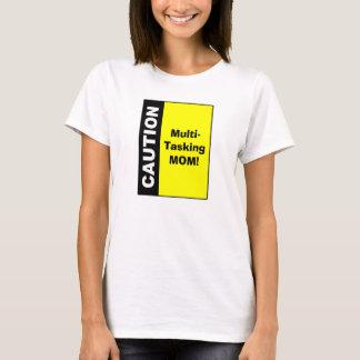 Camiseta Precaución multi linda de la mamá de la asignación