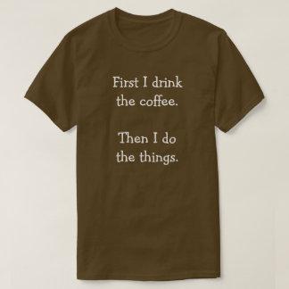 Camiseta Primero bebo el café.  Entonces hago las cosas