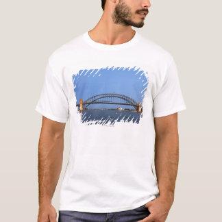 Camiseta Puente y teatro de la ópera del puerto de Sydney