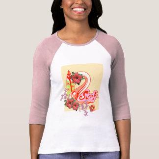 Camiseta que practica surf rosada fresca para las