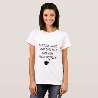 Camiseta Rescato perros de refugios y el vino de las