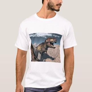 Camiseta Rex del Tyrannosaurus que ruge en un barranco