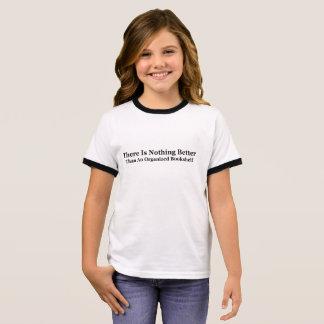 Camiseta Ringer Un estante organizado
