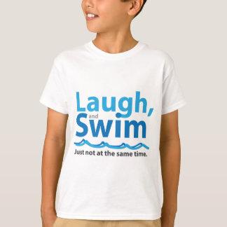 Camiseta Risa y nadada… apenas no al mismo tiempo